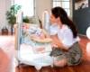 Стульчик для кормления Peg-Perego Tatamia в виде качелей с ребенком